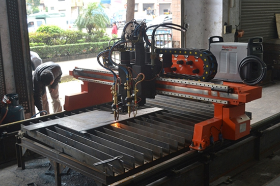 Flame cutting machine for steel material